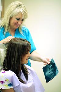 Фото: Обследование пациента перед имплантацией