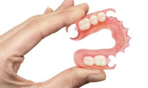 Фото: Нейлоновые зубные протезы