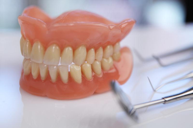 Как сделать пластмассовые зубы