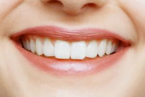 Фото: Пломба на переднем зубе