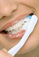 Фото: Очищение зубной щеткой