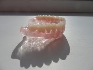 Протезы Акри-Фри — прозрачные зубные конструкции