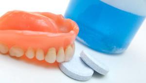 Фото: Таблетки для чистки зубных протезов