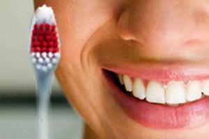 Фото: Чистка зубной щеткой