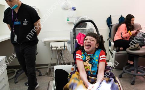 Как лечат зубы детям с ДЦП