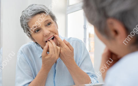 Что делать, если застряла зубная нить между зубов