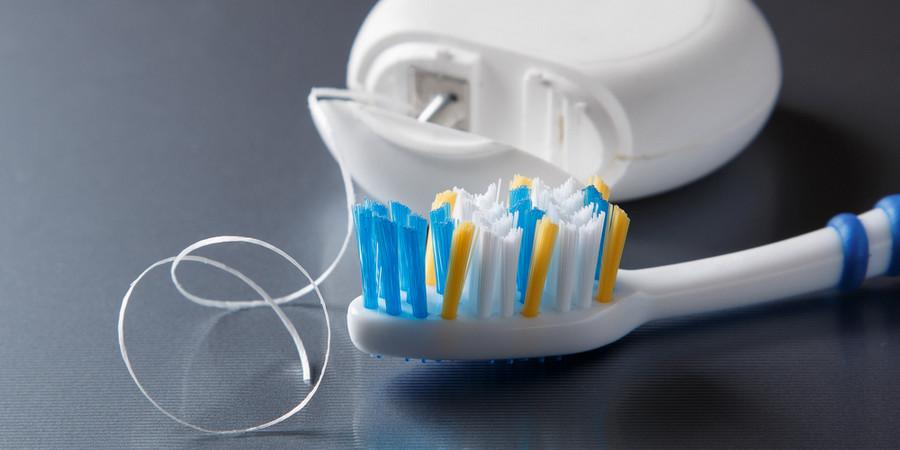 как правильно ухаживать зубами после имплантации