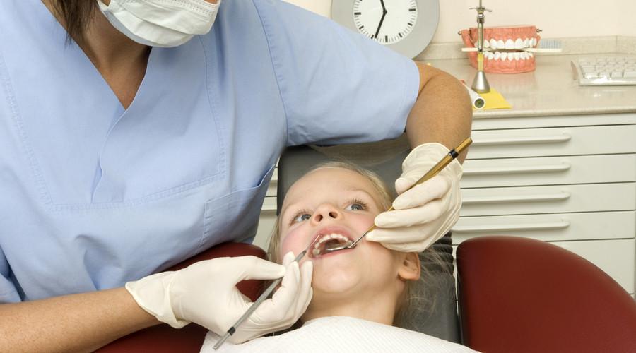 Возникновение гнойного пульпита молочных зубов