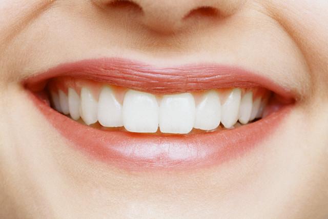 Возможно ли поставить пломбу на передний зуб?