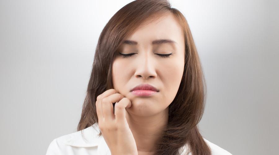Почему чешутся зубы и десны у взрослого человека или подростка?