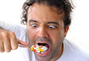 Фото: Употребление лекарственных средств