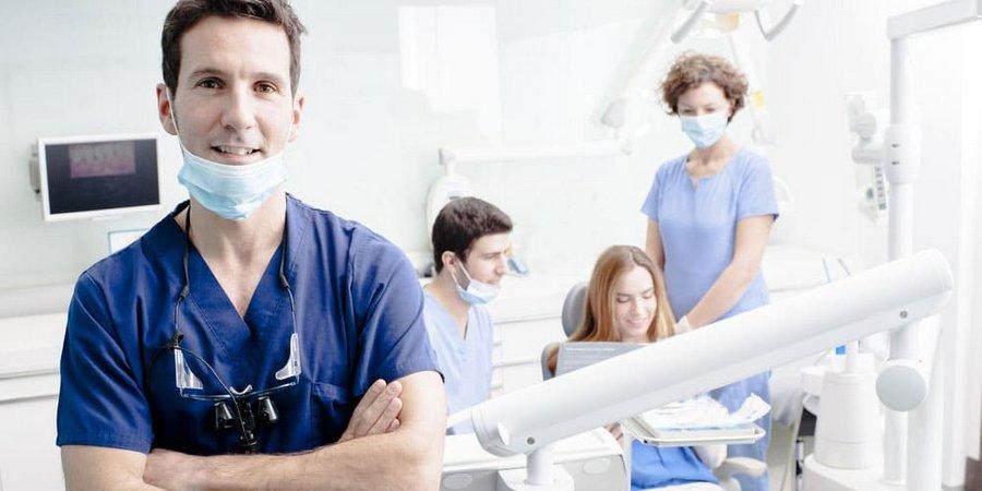 специалист стоматолог