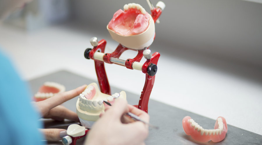 изготовление зубных протезов