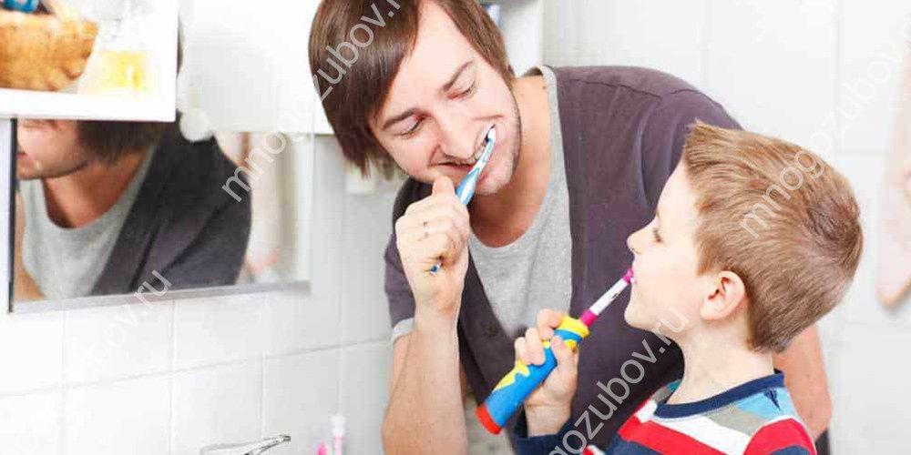 Научить правильно держать электрощетку ребенка