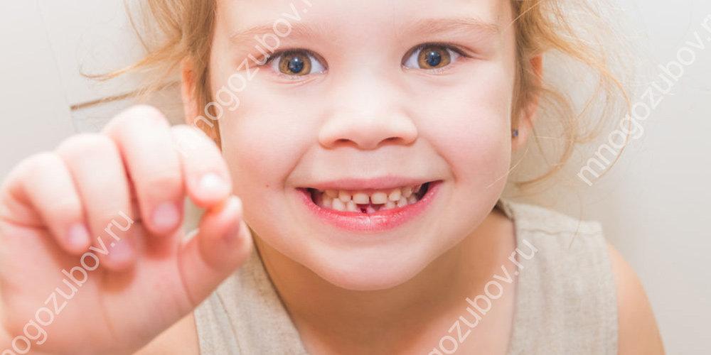 Выбитый молочный зуб